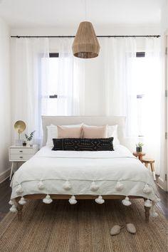40 Minimalist Bedroom Ideas: Bohemian Minimalist With Urban Outfiters Bedroom Ideas 40 Home Bedroom, Bedroom Decor, Bedroom Modern, Teen Bedroom, Minimalist Bedroom, Airy Bedroom, Bedroom Simple, Bedroom Wall, Tiny Master Bedroom