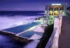 """Lá em Sidney, na Austrália, existe um clube chamado Bondi Iceberg. Lá, tem um """"tanque"""" que recebe águas das ondas do mar..."""
