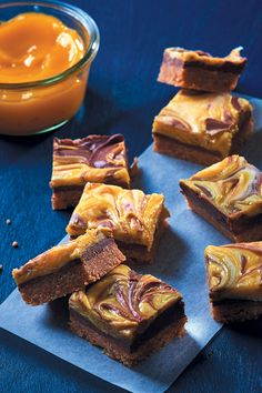 Didn't think Nutella could get any better? These lemon curd and Nutella squares with a peanut butter base is too die for. Plastic Bowls, Golden Syrup, Vanilla Essence, Lemon Curd, Pretzel Bites, Tray Bakes, Nutella, Squares, A Food