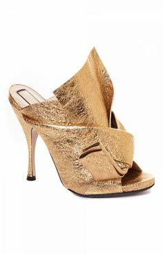 d0cfbb33bd3116 Sandal Vulcano by Gold solid color heel clog.