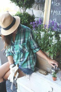 Resultado de imagen para gardener outfit