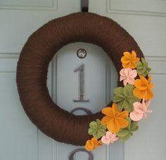 yarn and felt wreath from itz fitz…