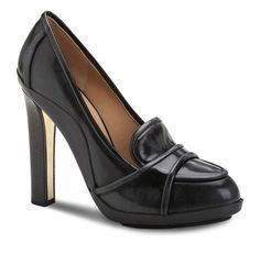 These platform pumps are a fresh take on a classic silhouette. This pairof platform moccasins is perfect for a working day or a formal dinner...
