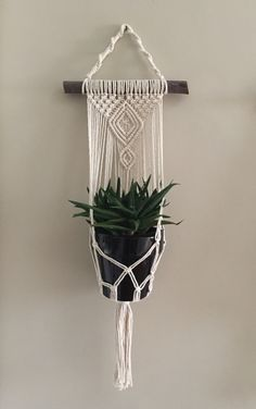 macrame plant hanger+macrame+macrame wall hanging+macrame patterns+macrame projects+macrame diy+macrame knots+macrame plant hanger diy+TWOME I Macrame & Natural Dyer Maker & Educator+MangoAndMore macrame studio Diy Macrame Wall Hanging, Macrame Plant Holder, Macrame Plant Hangers, Macrame Art, Macrame Projects, Macrame Knots, Plant Holders, Wood Projects, Crochet Plant Hanger