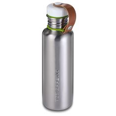 This stainless steel reusable water bottlefrom black+blum has a reassuringlyrugged, utilitarianfeel about it and will be equallyat home in your hand bag, laptop bag or gymbag.  With its brushed steel finish, vegan leather strap, and lightweight feel, it's a great option for hydration on-the-go.