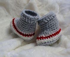 Chaussons de bébé style bas de laine Bonnet Crochet, Knit Crochet, Baby Kimono, Cast Off, Womens Slippers, Chevron, Baby Shoes, Crochet Patterns, Textiles