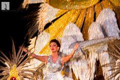 "Valeria Saucedo, reina Carnaval 2016 Traje ""Pichona Real"" / Diseño: Quito Velasco Confección Sonia Ortiz / coronadores: Pichones"