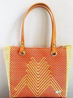 $580 Facebook: woven bag #hechoamano #oaxaca #diseñolocal #artesania #piel #bolsa #hechoenmexico #bolsatejida #wovenbag