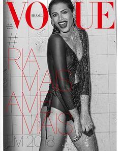 Eis a segunda capa de dezembro da Vogue Brasil que começa a chegar às bancas nesta sexta-feira espalhando joie de vivre! Com um largo sorriso Valentina Sampaio (@valentts) resume tudo o que a redação deseja para 2018: #riamaisamemais será nossa hashtag do ano. Adote você também nas redes sociais! Acesse agora o site vogue.com.br - ou clique no link da bio - e saiba mais sobre a edição que encerra mais um ciclo. (foto @guipaganini maiô @hope.oficial e joias @carlaamorim_ styling…