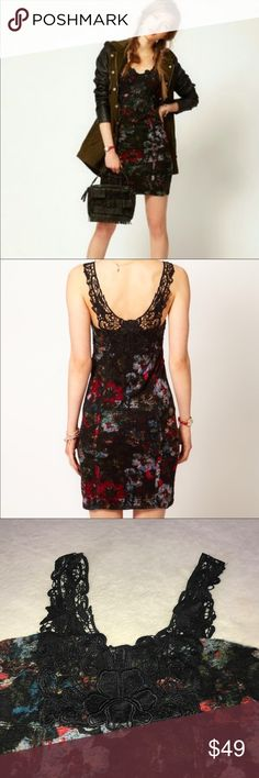 Free People Floral Print Bodycon Crochet Dress Pre-owned in Excellent condition. Free People Dresses