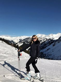 It's Official: These are the Leggings You Need for Your Next Ski Trip — Who What Wear Es ist offiziell: Dies sind die Gamaschen, die [. Chalet Girl, Ski Fashion, Arab Fashion, Sporty Fashion, Sporty Chic, Fashion Spring, Daily Fashion, Winter Fashion, Ski Girl