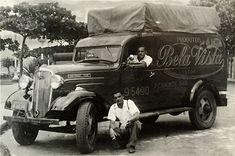Biscoitos Bela Vista – São Paulo Antiga Rock Lee, Old Trucks, Vintage Photos, Jeep, Antique Cars, Classic Cars, Nostalgia, Urban, Vehicles