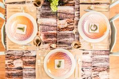 These customized plates at our #SFLYbydesign event in NYC this past summer had everyone talking. Get your guests talking by creating your own for the holiday tablescape. #holidays #homedecor