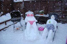 Bikini snow couple snow fun, snow much fun, i love snow, snow sculptures Snow Much Fun, I Love Snow, Funny Snowman, Snowman Pics, Snowman Party, Snowmen Pictures, Winter Schnee, Snow Sculptures, Snow Art