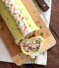 Rollo de papa con atún, receta fría sin horno Xmas Food, Tapas, Sandwiches, Cheesecake, Food And Drink, Mexican, Ethnic Recipes, Gastronomia, Stuffed Potatoes