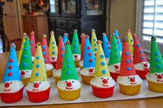Amee's Savory Dish: Carnival Clown Cupcakes- Fun for kids Circus 1st Birthdays, Circus Birthday, Circus Party, Birthday Ideas, 2nd Birthday, Birthday Parties, Clown Cupcakes, Clown Cake, Cupcake Cones