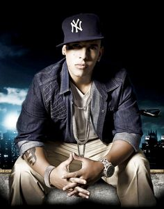 Daddy Yankee (Nombre artístico de Raymond o Ramón Luis Ayala Rodríguez; San Juan de Puerto Rico, 1977) Cantante, compositor y productor puertorriqueño, uno de los más destacados representantes del reguetón.