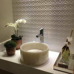 Projeto de @dbressan com detalhes super especiais e cuba em resina, cor pérola da Vallvé | Project by @dbressan with very special details and washbasin in resin, pearl color by Vallvé   #vallve_banheiros #vallve #banheiros #bathrooms #bathroomdesign #luxurydesign #luxurybathrooms #instadesign #interiordesign #luxo #banheirosdeluxo #decoracao #designdeinteriores #decor #homedesign