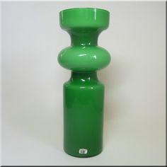 Lindshammar Swedish green 'hooped' glass vase with internal white casing, labelled. Types Of Glassware, Kosta Boda, Dinner Sets, Mid-century Modern, Scandinavian, Glass Art, Tea Cups, Pottery, Vase