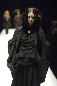 Future Fashion, Yohji Yamamoto, futuristic fashion, futuristic clothing, girl in black, black clothing, futuristic style by FuturisticNews.com
