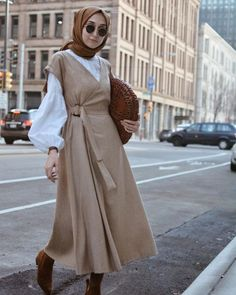 Style Hijab Casual Gendut 66 Ideas For 2019 Hijab Casual, Stylish Hijab, Hijab Chic, Trendy Dresses, Modest Dresses, Modest Outfits, Hijab Mode, Mode Abaya, Abaya Fashion