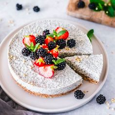No-bake chia yoghurt cake is the new obsession in our house 😉🍰🍰 This morning we almost argued on who was going to eat the last slice for… Chia Pudding, Pudding Desserts, Raw Desserts, Healthy Desserts, Dessert Recipes, Yogurt, Lab, Tart Recipes, Vegan Recipes