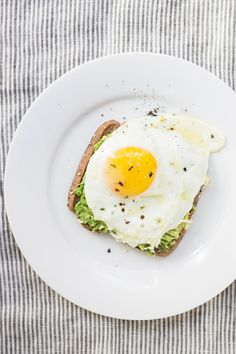 These ketogenic diet recipes are great! I'm glad I found these good keto diet ideas! Now I have some helpful keto diet tips! Breakfast And Brunch, Quick And Easy Breakfast, Breakfast Ideas, Fitness Breakfast, Avocado Breakfast, Breakfast In Bed, Breakfast Recipes, Healthy Snacks, Healthy Eating