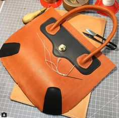 Leather Bag Design, Leather Bag Pattern, Leather Bags Handmade, Leather Craft, Leather Purses, Leather Handbags, Bags 2018, Craft Bags, Orange Bag