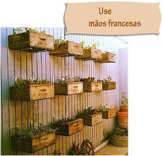 Caixotes suportados por mãos francesas ou cantoneiras de metal http://www.viladoartesao.com.br/