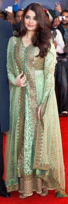 Jav I Aishwarya Rai Toifa Designer Lehenga Set 26680 Pakistani Outfits, Indian Outfits, India Fashion, Asian Fashion, Fashion Days, Fashion Boots, High Fashion, Moda Indiana, Desi Clothes
