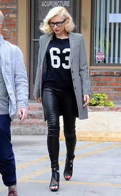 Leave it to Gwen Stefani to mix and match! The singer looks sporty and chic in a grey winter coat which she pairs with a jersey-style T-shirt, skintight leggings and leather heels in a style that is soooo Gwen.