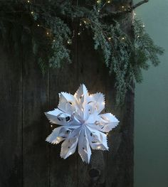Make beautiful paper snowflake decorations from paper bags or paper & string lights! Easy tutorial with free templates for Christmas & year round! Arts And Crafts Storage, Fun Arts And Crafts, Snowflake Template, Snowflake Pattern, Minimal Christmas, Simple Christmas, Easy Christmas Crafts, Christmas Projects, Christmas Items