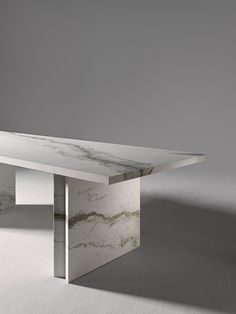 Miter debuts at Feria Hábitat Valencia Marble Coffe Table, Stone Coffee Table, Marble Furniture, Furniture Layout, Furniture Design, Dining Table Legs, Dining Table Design, Dinner Room, Cottage Furniture
