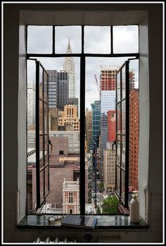 View from Brian Thompson's bathroom in Prospect Tower, from Tudor City Confidential New York Life, Nyc Life, Living In New York, City Living, City Aesthetic, Travel Aesthetic, Ville New York, Empire State Of Mind, Japon Illustration