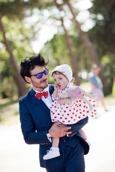 Novio elegante con pajarita roja Groom And Groomsmen, Couple Photos, Couples, Vintage, Style, Fashion, Little Birds, Red, Boyfriends