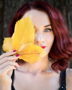 Ochio shou. Dark Red Hair, Red Hair Color, Burgundy Color, Hair Colors, Red Tree, Pose Reference, Lifestyle Photography, Picture Ideas, Hair And Nails
