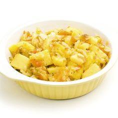 Patatas estofadas con verduras, comida vegetariana completa