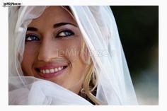 Trucco sposa acqua e sapone con eye-liner marcato. Clicca per avere tanti suggerimenti per un trucco sposa impeccabile >> http://www.lemienozze.it/organizzazione-matrimonio/trucco-sposa.php