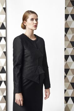 Short tailored jacket with magnetic fastening.