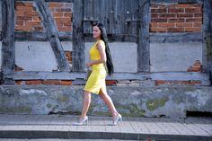 Stylizacja z zółtą sukienką z koronką   fitandfashion.pl