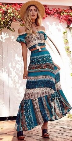 Boho-Chic Looks You'll Want to Try Over and Over Again clothes style Hipster Outfits, Boho Outfits, Fashion Outfits, Mode Woodstock, Gypsy Style, Bohemian Style, Mode Gipsy, Boho Fashion, Womens Fashion