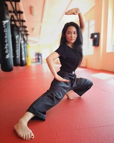Located in Sacramento's best Karate School.Tokon Martial Arts are Sacramento's premier and best Karate and martial arts training facility Best Martial Arts, Martial Arts Women, Martial Arts Outfits, Kung Fu Martial Arts, Martial Arts Styles, Nike Poster, Female Pose Reference, Pose Reference Photo, Art Poses