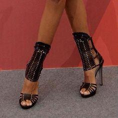 Shoespie Black Rivets Cutout Sandals