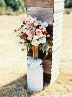 Backyard Oregon DIY Wedding: http://www.stylemepretty.com/oregon-weddings/2014/09/10/backyard-oregon-diy-wedding/ | Photography: Anne Blodgett - http://www.anneblodgettphotography.com/