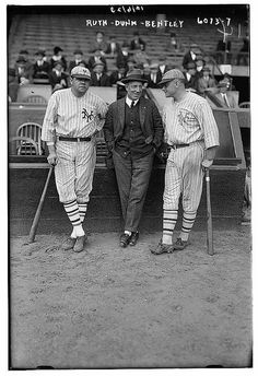 Photo of Babe Ruth in a New York Yankees uniform & Jack Bentley in Giants uniforms for exhibition game; Jack Dunn in middle (baseball). Baseball Star, Baseball Players, Baseball Cards, Baseball Uniforms, Baseball Season, Football Team, Babe Ruth, New York Giants, New York Yankees