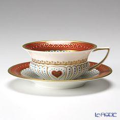 Šálek na čaj * bílý porcelán zdobený zlatem a malovaným zlatě červeným okrajem * Wedgwood.