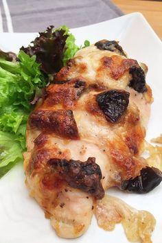Hasselback csirkemell aszaltszilvával és mozzarellával – VIDEÓVAL! | GastroHobbi Mozzarella, Food And Drink, Chicken, Meat, Cubs, Kai