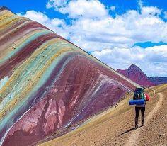 Montañas del arco iris en Vinicunca, Perú es un sitio increíble para ver. Los colores de las montañas son muy hermosas y un gran lugar para las fotos.