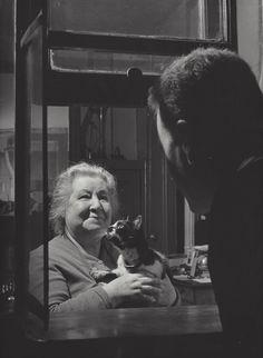 """ Concierge with her cat "" Paris about 1954-1959. photo: Kees Scherer"