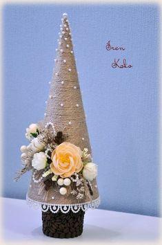 Mini trees for Christmas- Minifák karácsonyra Mini trees for Christmas - Cone Christmas Trees, Christmas Tree Crafts, Christmas Makes, Xmas Ornaments, Xmas Tree, Rustic Christmas, Christmas Projects, Holiday Crafts, Silver Christmas Decorations